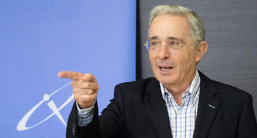 Confirman de dónde salió la foto pornográfica que Álvaro Uribe ...