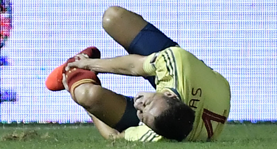 Santiago Arias sufrió luxación de tobillo y fractura de peroné