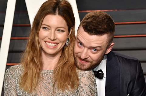BEVERLY HILLS, CA - FEBRUARY 28:  Actress Jessica Biel and recording artist Justin Timberlake arrive at the 2016 Vanity Fair Oscar Party Hosted By Graydon Carter at Wallis Annenberg Center for the Performing Arts on February 28, 2016 in Beverly Hills, California.  (Photo by John Shearer/Getty Images)