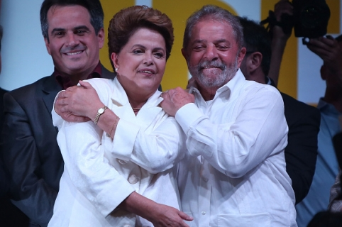 BRASILIA, BRAZIL - OCTOBER 26:  Brazilian President and Workers' Party (PT) candidate Dilma Rousseff (C) celebrates with Brazil's former president Luiz Inacio Lula Da Silva (R) after being re-elected on October 26, 2014 in Brasilia, Brazil.  Rousseff defated Presidential candidate of the Brazilian Social Democratic Party (PSDB) Aecio Neves in a run-off election.  (Photo by Mario Tama/Getty Images)