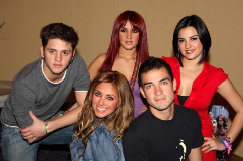 """MIAMI BEACH, FL - OCTOBER 17:  (L-R)  Christopher Alexander Luis Casillas Von Uckermann, Anahi Giovanna Puente Portillo, Dulce Maria Espinoza Savinon, Alfonso """"Poncho"""" Herrera Rodriguez and Maite Perroni Beoriequi of the group RBD pose during a press conference on October 17, 2006 in Miami Beach, Florida.  (Photo by Alexander Tamargo/Getty Images)"""