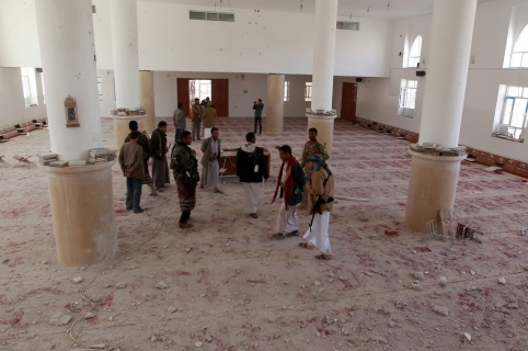 Members of the Shiite Huthi movement inspect a damaged mosque on January 20, 2015,  following clashes the previous day between Huthi militiamen and the presidential guard near the presidential palace in the capital Sanaa. Witnesses said the fighting erupted early on January 19 after the Shiite militia, which controls the capital, set up a new checkpoint near the presidential palace. The Huthis appear to be tightening their grip on Sanaa after abducting an aide to President Abdrabuh Mansur Hadi last week, in the biggest challenge yet to his rule. AFP PHOTO / MOHAMMED HUWAIS