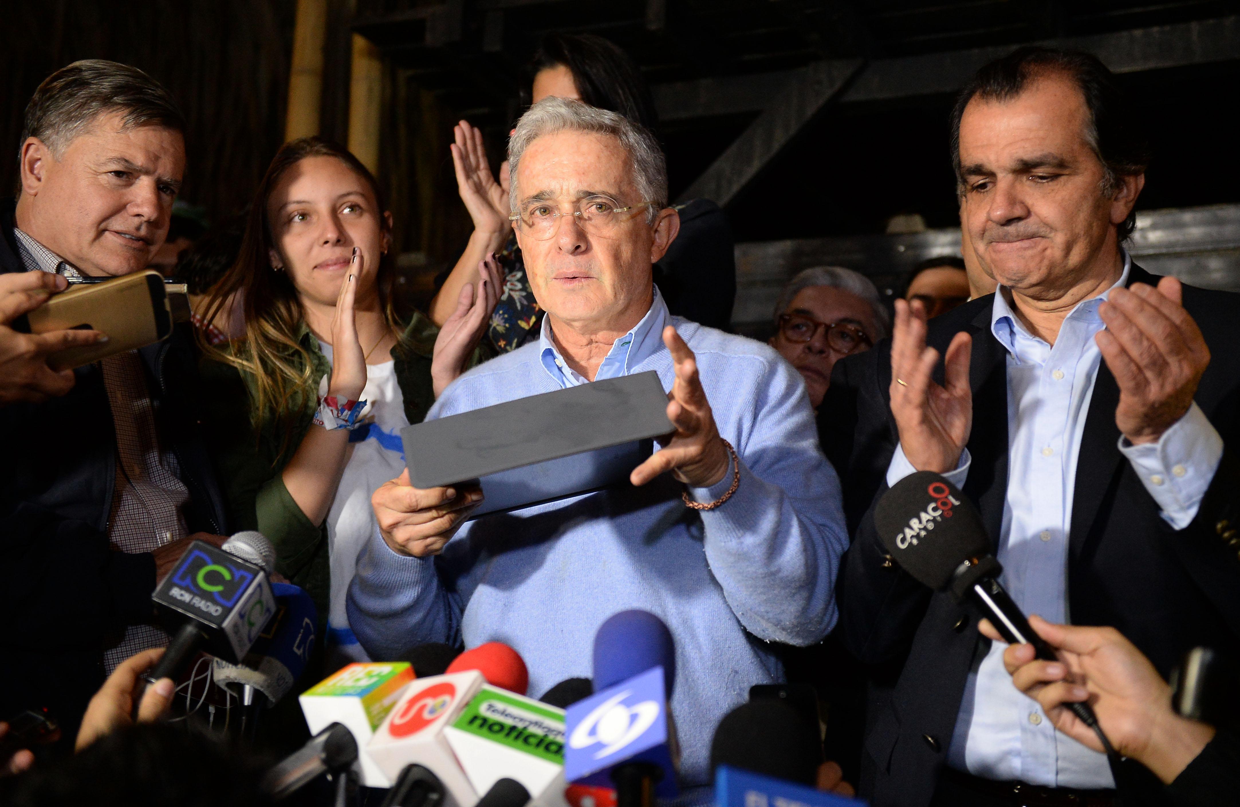 Uribismo enojado con Santos por inamovibles en acuerdo de paz